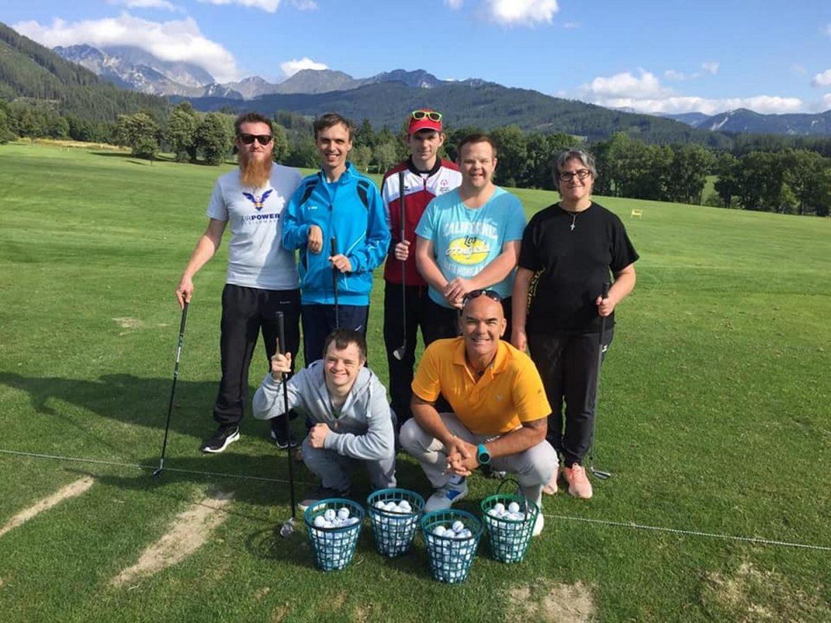 Sportler der Lebenshilfe Trofaiach beim Golftraining